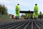 Sklo-vláknitá geomříž bránící vzniku provozních trhlin v silničním asfaltu
