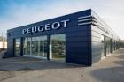 Využití fasádních kazet LindabCoverline pro revitalizaci budov Peugeotu