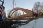 Studenou Vltavu překlenul nejdelší dřevěný obloukový most v ČR