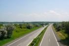 Vláda schválila vypsání tendrů na výstavbu 50 km dálnic a silnic