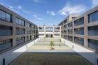Architektura s hliníkovými okenními a fasádními profily
