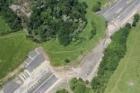 Geologové začali s průzkumem sesunutého svahu na dálnici D8